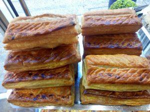 sélection de friands à la viande, au fromage, aux anchois
