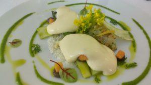 asperges vertes, tartare de crevettes,, table de saint crescent à narbonne