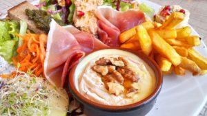 salade cabretta café de la place octon sucré salé en languedoc