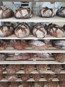 la belle sélection de pains l'arbre à pains faugères sucré salé en languedoc
